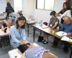 頭の排酸術実習中